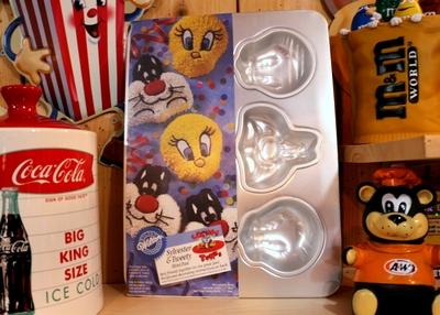 ルーニーチューンズケーキ型 トゥイーティーケーキ型 デッドストック アメリカ雑貨屋 サンブリッヂ アメリカン通販