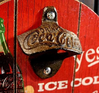 コカコーラ栓抜き看板 キャッチャーパブサイン コーラ丸看板 コーラ栓抜き アメリカ雑貨通販 アメリカ雑貨屋 サンブリッヂ