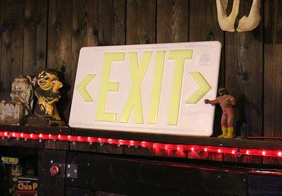 フラム フォトルミネッセンス 出口標識 『EXIT』 出口はこちらサイン アメリカ看板通販 アメリカ雑貨屋 サンブリッヂ