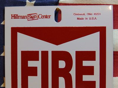 警告サイン 看板 FIRE EXTINGUISHER  消火器はここです アメリカ雑貨 通販 サンブリッヂ