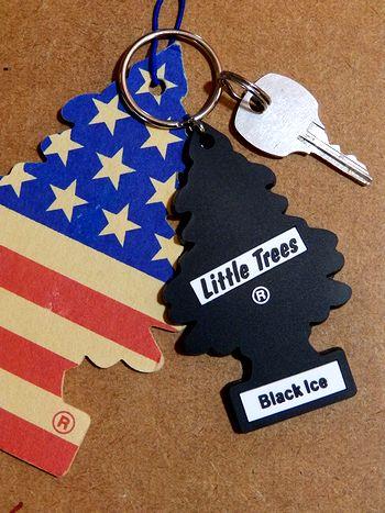 リトルツリーキーホルダーブラックアイス ブラックアイスキーホルダー リトルツリーキーホルダー アメリカ雑貨屋  サンブリッヂ
