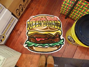 ムーンアイズフロアマット 玄関マット ハンバーガー ヘルメット ナンバープレート アメリカ雑貨屋 サンブリッヂ