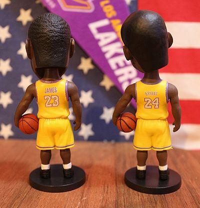 NBA コービーブライアント レブロンジェームス 首振りドール スマホスタンド フィギュア アメリカ雑貨 通販 サンブリッヂ