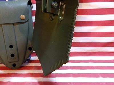 US三つ折りシャベルケース付き ミリタリースコップ アウトドアスコップ 折りたたみスコップ アメリカ雑貨屋 サンブリッヂ