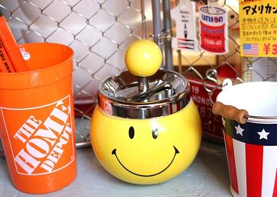 スマイリー灰皿 ターンダウン式 陶器製 灰皿 スマイル アメリカ雑貨屋 SUNBRIDGE アメリカン雑貨通販