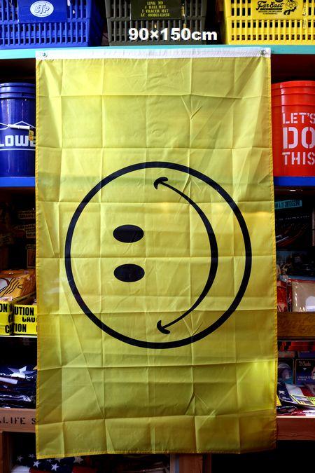 スマイル フラッグ タペストリー 旗 ニコちゃん マーク アメリカ雑貨通販 アメリカ雑貨屋 サンブリッヂ
