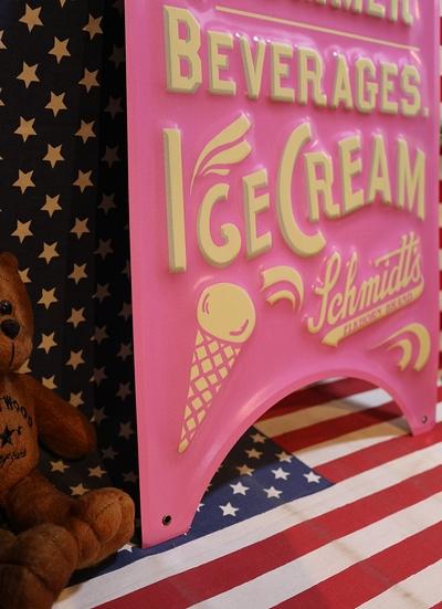 アメリカンアイスクリーム看板 アイスクリームエンボスメタルサイン ブリキ看板 アメリカ雑貨屋 サンブリッヂ 看板通販アメリカ雑貨屋 サンブリッヂ 看板通販