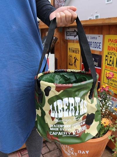 ウォータープルーフバケツ 迷彩バッグ アウトドアバッグ 折り畳みバケツ 釣りバケツ トスダイス アメリカ雑貨屋 サンブリッヂ