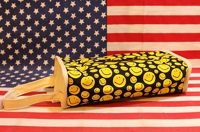スマイルティッシュカバー スマイリーフェイス ティッシュカバー フラワー アメリカン雑貨 サンブリッヂ 通販商品